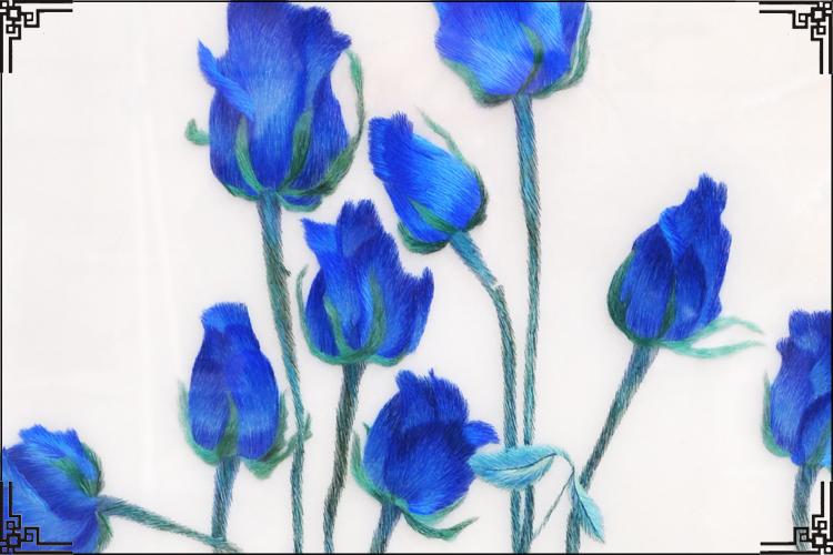 【品 名】:蓝玫瑰 【尺 寸】:有时需要定做,发货时间请咨询客服。 画心:长约50厘米,宽约80厘米 整体:长约80厘米,宽约120厘米 【丝线材质】:蚕丝线 【寓意】:蓝 玫瑰蓝色妖姬是近两年玫瑰中的新贵,蓝色是珍贵的颜色。其花语代表清纯的爱和敦厚善良。相遇是一种宿命,心灵的交汇让我们有诉不尽的浪漫情怀; 相知是一种爱恋,人世轮回中我们拥有一份温柔的情意;相守是一种承诺,希望永远铭记我们这段美丽的爱情故事。 【发货说明】:加框大件采用货运,需自提。如果有需要走快递的可裱成软裱,也可以方便携带送礼。